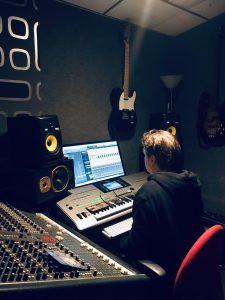 Aan het werk in de studio! dit keer voor covers!